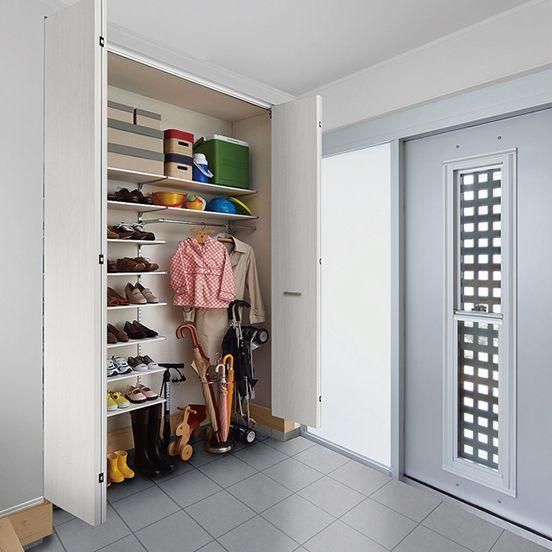 おしゃれな玄関収納の実例54選。本当に使いやすい玄関の作り方とは もっと見る