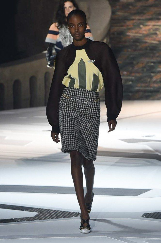 https://www.vogue.com/fashion-shows/fall-2018-ready-to-wear/louis-vuitton/slideshow/collection#13