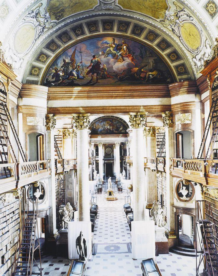 Candida Höfer   Österreichische Nationalbibliothek Wien VIII, 2003