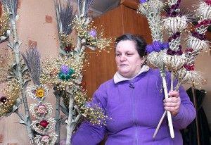 Palmy pani Łucji Naus nie pomylisz z innymi, w ostatnich latach wykorzystuje do nich len Fot. Marian Paluszkiewicz