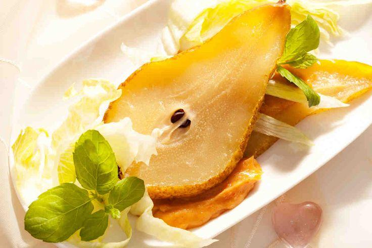 Gruszka z pikantnym sosem orzechowym #smacznastrona #gruszki #przepisytesco #orzechy #sosorzechowy #pycha