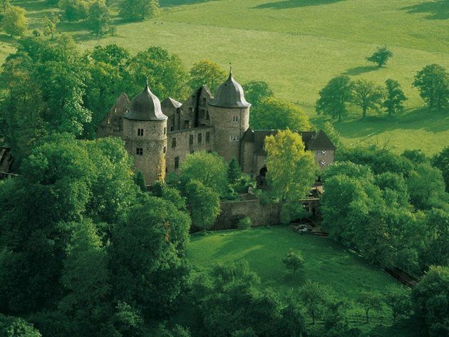 Went to a few castles with my cousin Jody aka Auntie Jolanda, very similar to this one