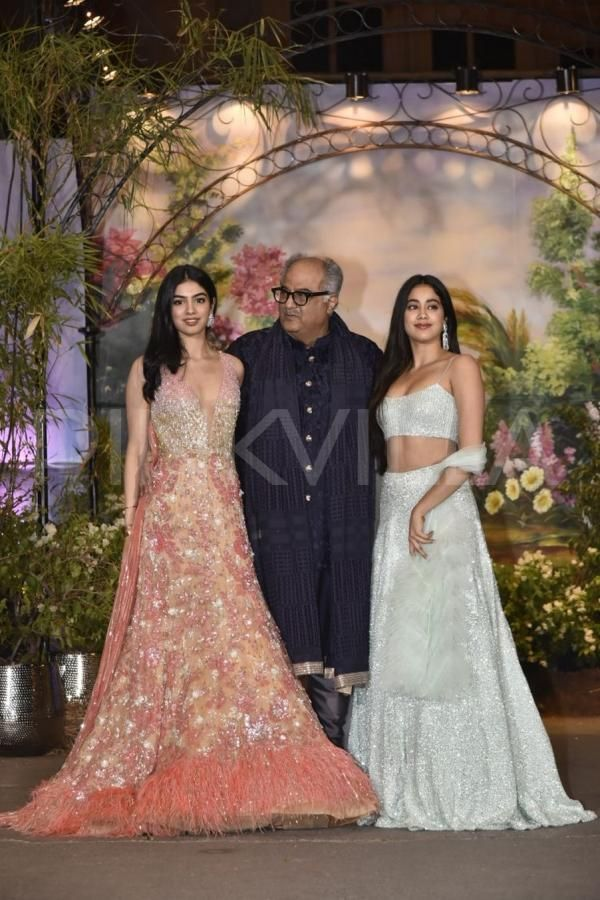 Sonam Kapoor Anand Ahuja Reception Janhvi Kapoor And Khushi Kapoor Look Like A Vision In Traditional Outfits Bollywood Celebrities Sonam Kapoor Wedding Traditional Outfits