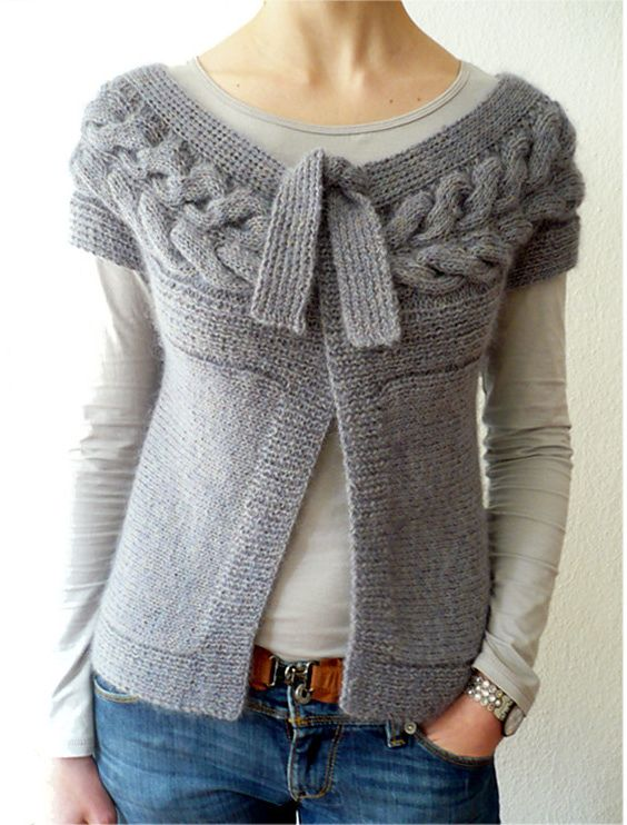gilet torsadé à rangs raccourcis [short-sleeved rolled waistcoat] ~ knitted flyaway cardigan w/simple top tie | by La Droguerie via Ravelry
