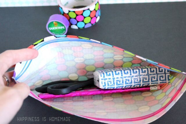 Quick and Easy No Sew Duck Tape Zipper Pouch