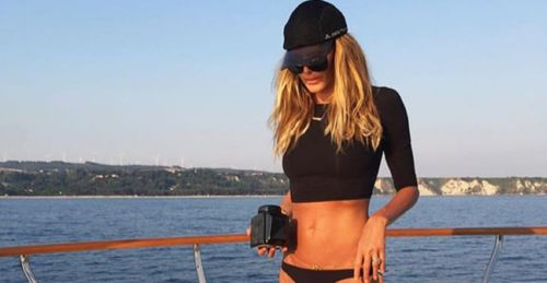 The Stir-Elle Macpherson's Secret to Looking Incredible at 51 Is Strange but Simple