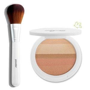 Lily Lolo - Duo Enlumineur Mineral Shimmer Stripes Honey Glow & Pinceau Poudre  Edition limitée! Des poudres minérales précieuses pour illuminer en subtilité votre visage ! Une association de poudres minérales compactes d'un degradé de teintes chaudes, beiges, roses et bronzes.  L'Enlumineur Teint s'applique au Pinceau Poudre Lily Lolo. 38,50€ #cadeau #noel #maquillage #mineral #lilylolo #poudre #pinceau #enlumineur #glamour #or www.officina-paris.fr