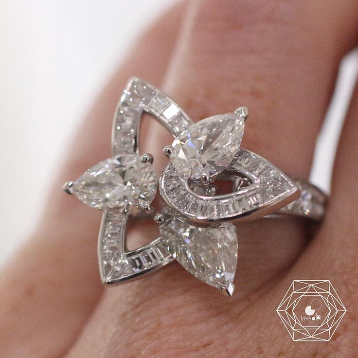 De Beers. Via Bérengère Treussard | Like a b (@likeab) on Instagram: Crush for this amazing diamond ring by @debeersofficial from the new collection Lotus just setted in an amazing way very interesting - credit #berengeretreussard @likeab