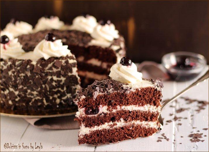 Ecco la mia ricetta della Schwarzwald - Torta Foresta nera, una torta che adoro e che unisce la base di torta al cioccolato con la panna e le amarene !!