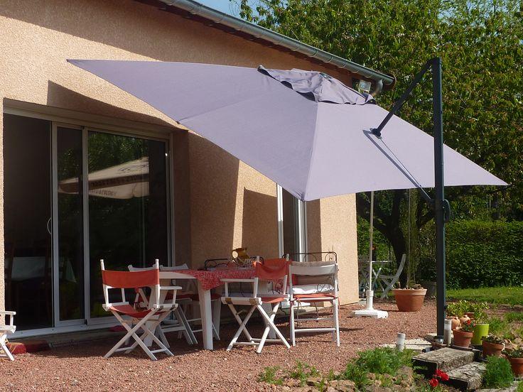 St Jean de Luz : parasol déporté 3x4m #parasol #déco #jardin #design http://www.alicesgarden.fr/parasol-tonnelle/parasol/parasol-deporte-rectangulaire-de-3x4m