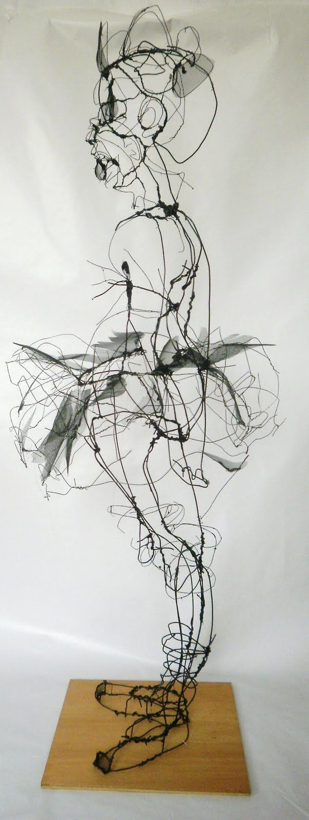 600 best WIRE ART images on Pinterest   Iron, Wire sculptures and ...