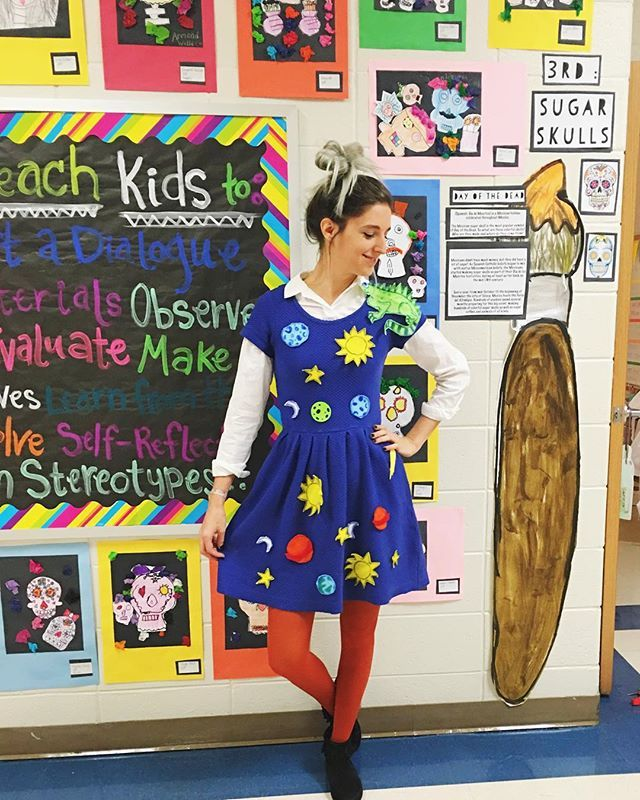 Yay!!!! It's Friday + character day at school, so I dressed up as the teacher we all wish we could have had growing up- Ms. Frizzle!!! ⚡️☀️⭐️
