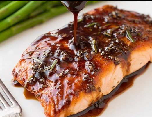 Ingredients Balsamic Glaze: ¼ cup balsamic vinegar 2 tablespoons white wine or chicken broth 1 tablespoon honey ½ tablespoon dijon mustard 1 teaspoon chopped fresh rosemary, divided ½ teaspoon garlic clove, finely minced  Ingredients for Salmon: 2 (5 oz) salmon fillets 1 lemon, cut