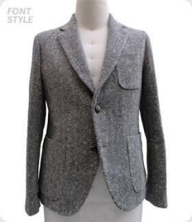 イギリス、シェットランド地方の羊毛で織り上げた生地はヘリンボーン柄で、そこにネップ糸を組み込む事でよりクラシカルな雰囲気を出しております。このモデルは05秋冬から継承されている素材で、STEM-DESIGN特有のライディングポジションを考慮しつつも一見、その特性を視覚的に目立たせないというさりげなさを組んだ立体裁断パターンはこのジャケットにも生かされています。