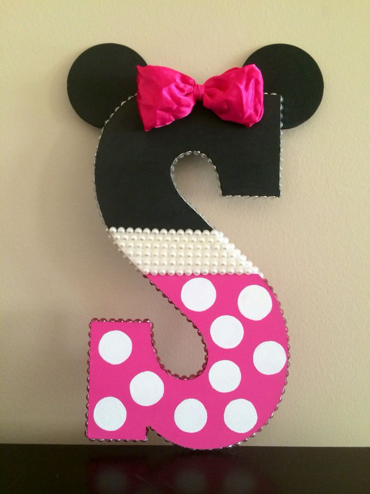 Minnie mouse wooden letter (hand painted)