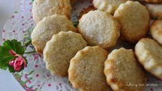 Hoy os traigo unas galletas clásicas, las que se hacían en los pueblos al calor de un horno de leña... Las galletas son unos paste...