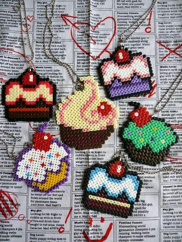 Detalles de Nuevo Estilo Kitsch Pixel Hama Bead Postres Collares- ver título…