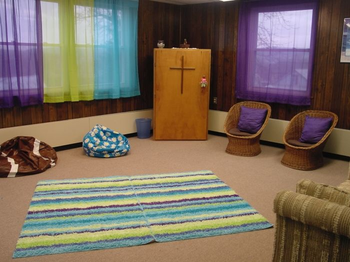 cool ideas for youth group rooms