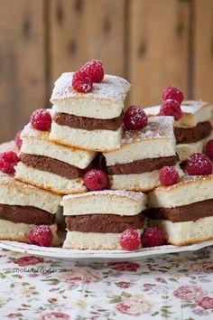 Sandwiches de Angel food cake rellenos de crema de chocolate