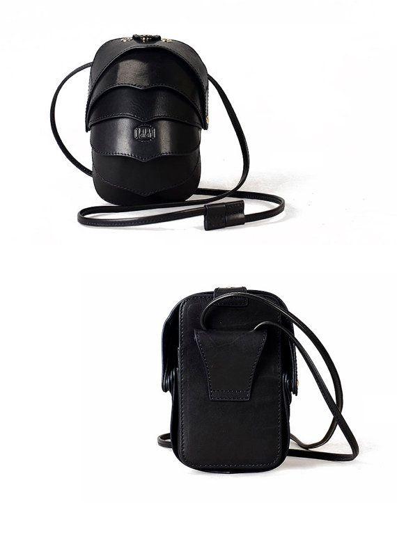 Small Beetle Crossbody Leather Bag-Black-Small Cell por KiliDesign