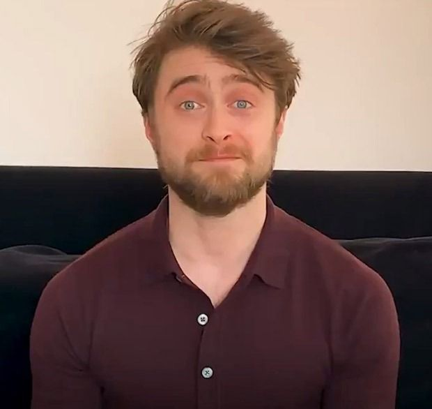 Daniel Radcliffe Reads First Chapter Of Harry Potter And The Sorcerer S Stone Daniel Radcliffe Who Plays Hermione Granger Eddie Redmayne