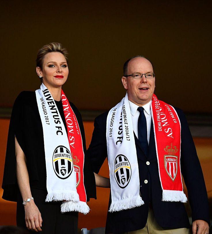 Impeccabile e raffinata, la principessa Charlene allo Stade del Monaco.
