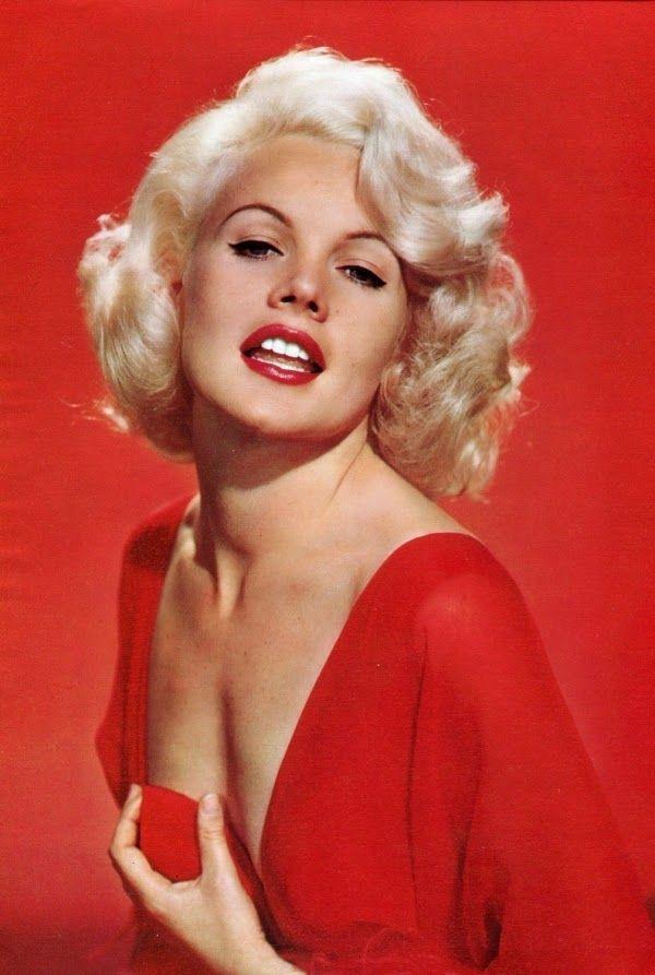 Carroll Baker, americana. A Warner Bross tencionava fazer dela a nova Marilyn Monroe, mas ela acabou fazendo sua própria história. Carroll foi Jean Harlow em uma cinebiografia e uma lolita em Baby Doll, sempre em papéis sensuais. -