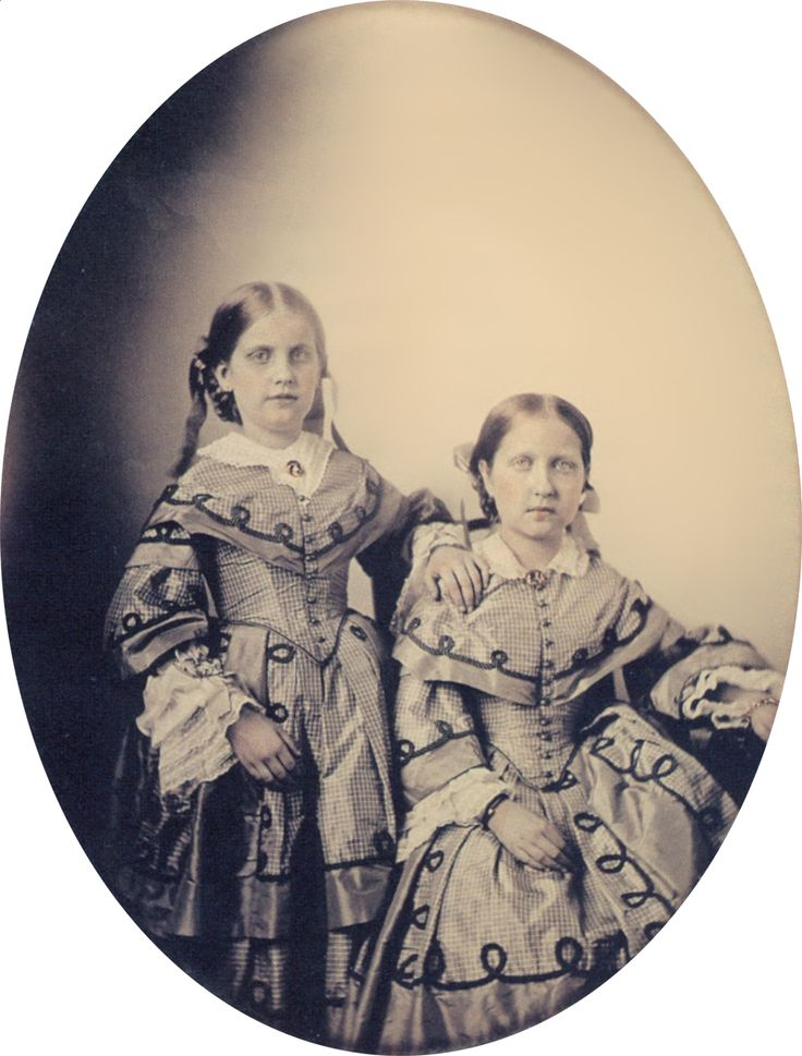 Princess Isabel (right) and Princess Leopoldina (left), from 1855..                                                                                                                                                                                 Mais