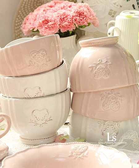 Love these Old Fashion Looking Bowls~❥ /// Love these sweet, charming, pastel bowls!!