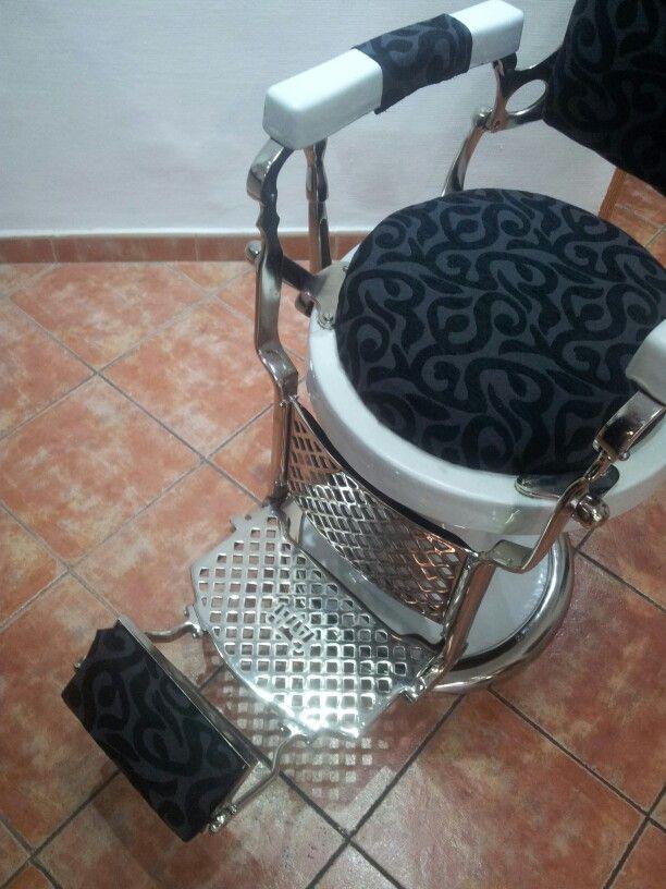 Detalle tapizado y niquelado sillon