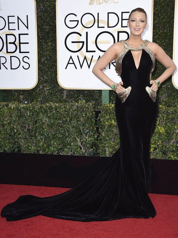 ドレス:「アトリエ ヴェルサーチ」ジュエリー:「ロレーヌ・シュワルツ」