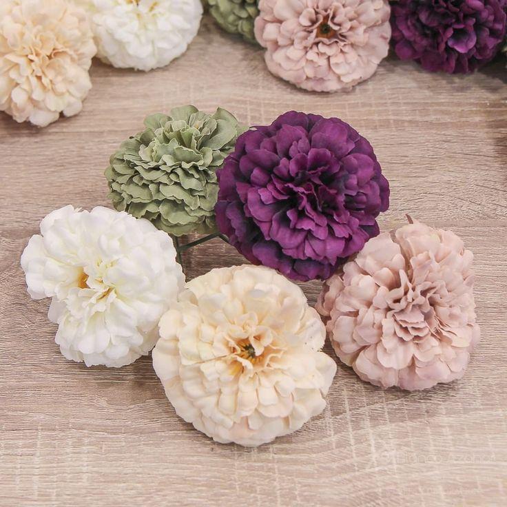 ¡Preciosos Claveles! Conoce nuestra nueva temporada de #Flores en una gran gama de #colores exclusiva de #BlancoAzahar.  ¡Se coqueta! ¡Tus flores de #flamenca te esperan! Ven a conocernos: C/Gestoso 16 y 17 (Sevilla) ¿Qué flor te define? En el lenguaje de las flores o #floriografía un ramo de claveles desvela tu lado más coqueto #FeriadeAbril #FloresdeFlamenca #Floresparaelpelo #Photography by @lolamontiel.creative