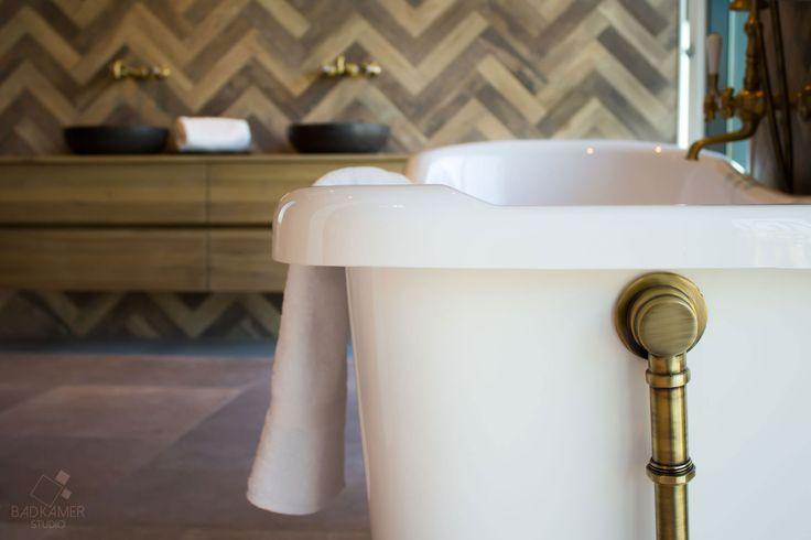 25 beste idee n over vintage tegel op pinterest vintage badkamertegels vintage badkamers en - Vintage badkamer ...