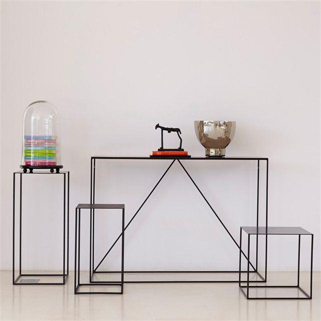 Console métal Romy AM.PM : prix, avis & notation, livraison. Elègante et discrète, cette console métal mise sur la légèreté des lignes pour s'intégrer dans tous les styles d'intérieur. Idéale dans une entrée, un salon, ou même une chambre, pour accueillir une lampe, un vase ou un bel objet déco. En métal noir, laqué époxy.Dimensions de la console métal : L.120 x P.40 x H.85 cm.Dans le même esprit découvrez le bout de canapé, les tables gigognes et le meuble TV sur notre site.