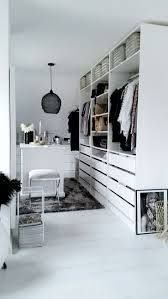 die besten 25 begehbarer kleiderschrank ikea ideen auf pinterest begehbarer schrank master. Black Bedroom Furniture Sets. Home Design Ideas