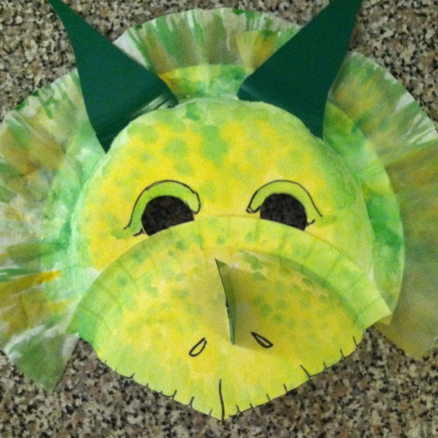 Paper plate triceratops mask