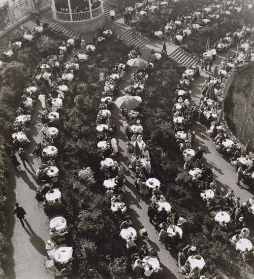 Jan Lauschmann, Garden Cafe, 1932