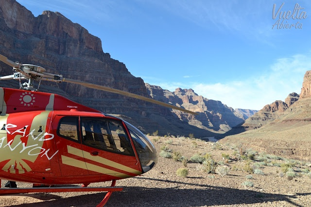A esta escarpadísima e impresionante garganta formada por el río Colorado se puede llegar en diversos medios de transporte, incluso hay excursiones de senderismo para los más atrevidos.