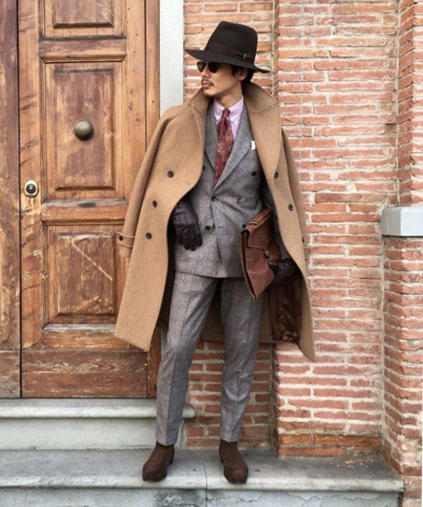 ピッティウォモ初日のスタイリング。 暖色系の色遣いに絞ったスーツスタイル。ブリティッシュアメリカンテイストを北イタリアの洗練された印象で味付けしました。ダブルブレストのバルカラーコートは個人的に大好きなマーリン&エバンスの重量感のあるキャバルリーツイルを使用したお気に入りです。
