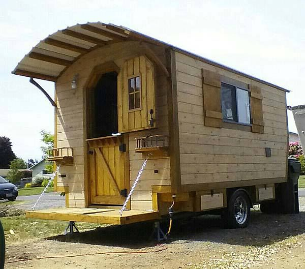 Hal, a retiree in Oregon recently decided to build himself a little cabin on wheels. This is the finished product.
