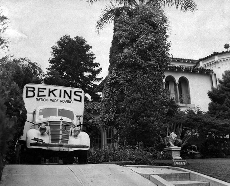 "Virginia Hill moving out of 810 N. Linden Drive, the Beverly Hills house where her gangland boyfriend, Benjamin ""Bugsy"" Siegel, was murdered. Photo dated June 25, 1947. LAPL: 00010151 (Bizarre Los Angeles)"