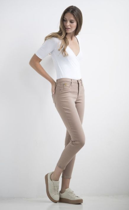 JEANS HIGH RISE ANKLE ALMOND