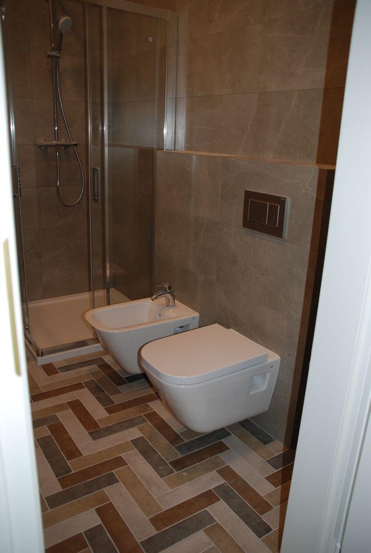 łazienka z klepkami