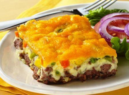 Torta de Cheeseburger - Veja mais em: http://www.cybercook.com.br/receita-de-torta-de-cheeseburger.html?codigo=112350