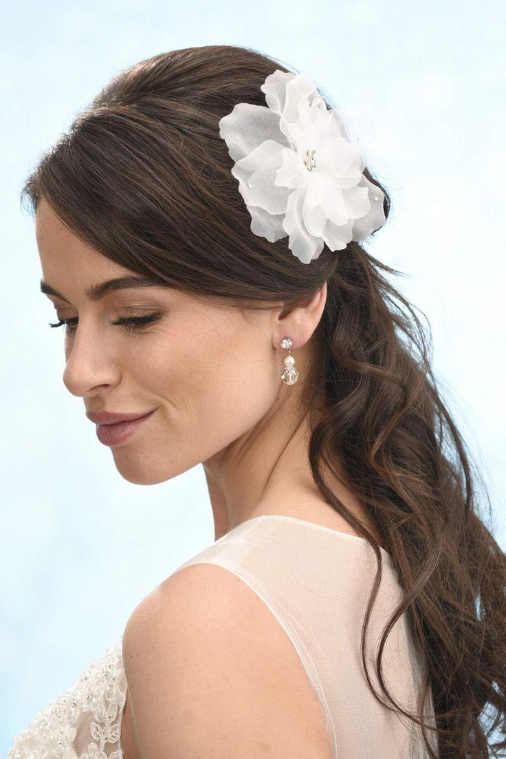 Bruidskapsel, Bruiloft, Haaraccessoires, Bruid, Tiara, Diadeem, bruidssieraden, swarovski, bandana, haarband, haarsieraad, trouwjurken, www.sayyestothedress.nl
