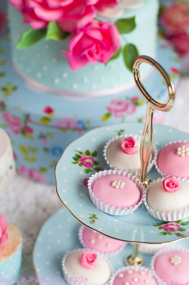 Розовая вода и фисташки торт, чтобы праздновать! - Лулу Сладкие секреты