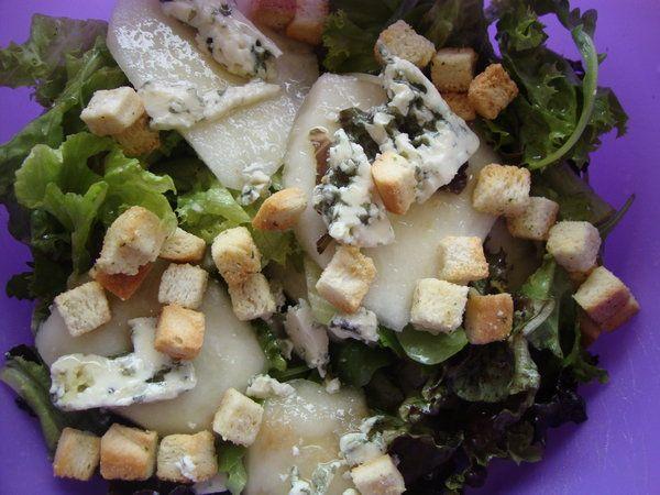 Bucataria cu noroc - Salata cu para si branza cu mucegai