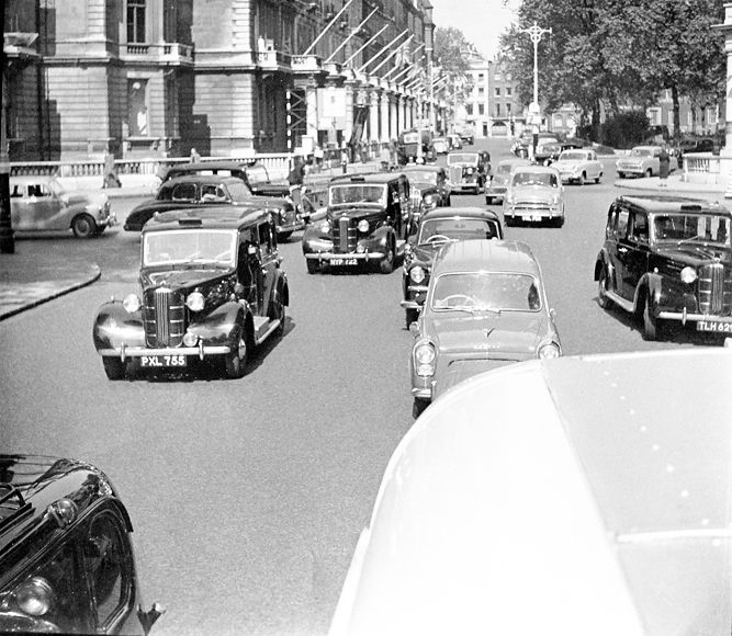 1956. London from the Oppening roof of a Coach. when i was 16.