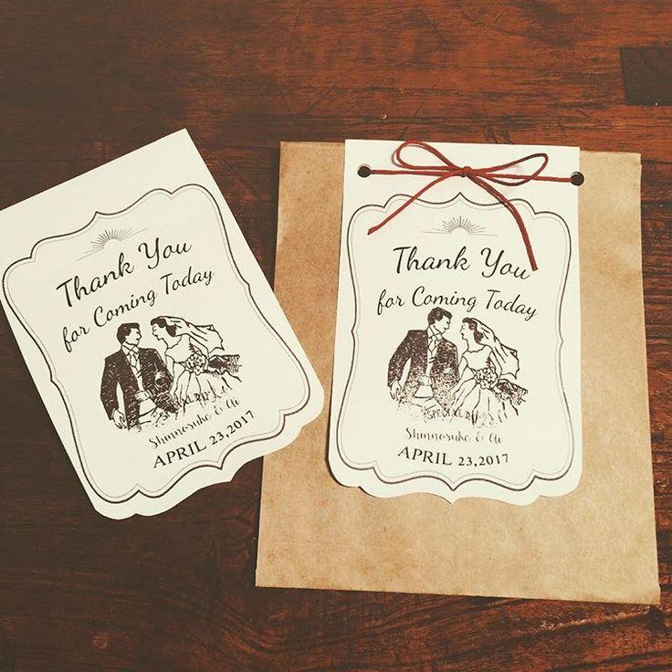 キャンディブッフェの残りを持ち帰る袋に付けたいラベルの試作 サイズ感を見てみたくて、ひとまずコピー用紙に印刷して、家にあった袋に付けてみました 穴開ける位置大きくズレてる  サイズ感はいい感じ✨ どんな紙に印刷しようかな✨  #プレ花嫁 #結婚式準備 #プレ花嫁diy #結婚式diy #ウェディングdiy #サンキュータグ #花嫁diy