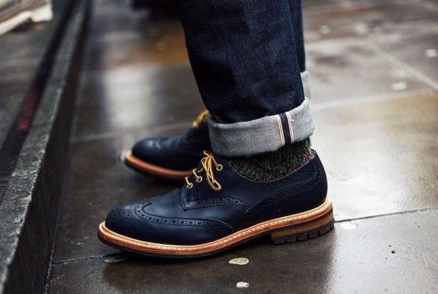 Правильно выбрать цвет обуви под серый костюм